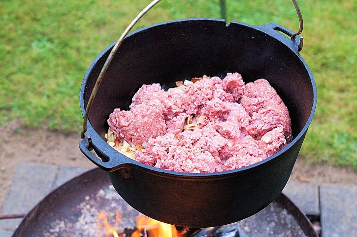 hackfleisch-im-dutch-oven