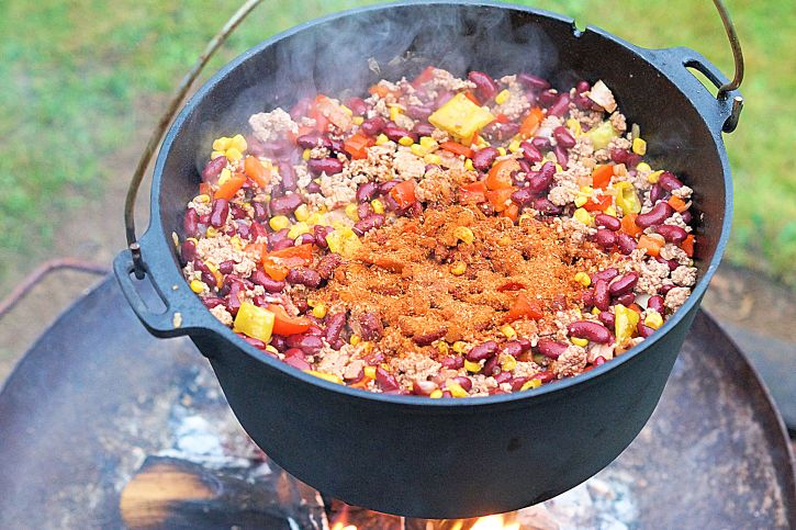texas-chili-im-dutch-oven
